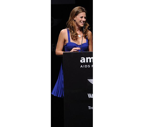 Francesca Versace presenta uno dei premi per amfAR Milano 2010 a La Permanente. AMFAR - fondata nel 1985, amfAR è un'associazione che lavora incessantemente al fine di porre termine all'epidemia mondiale di AIDS attraverso la ricerca. Ad oggi, amfAR ha investito più di 388 milioni dollari nei suoi programmi e ha assegnato più di 3.300 borse di studio a gruppi di ricerca in tutto il mondo. amfAR organizza ogni anno una serata di gala, in collaborazione con la Milano Fashion Week, un evento benefico a cui partecipano numerosi personaggi noti a livello internazionale. Nel corso degli ultimi 6 anni, amfAR Milano ha raccolto più di 6 milioni di dollari a favore della ricerca.www.amfar.org